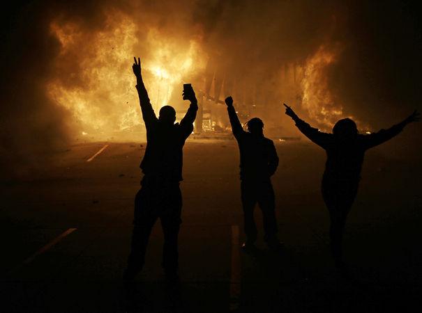 Ferguson_backlit_protestors